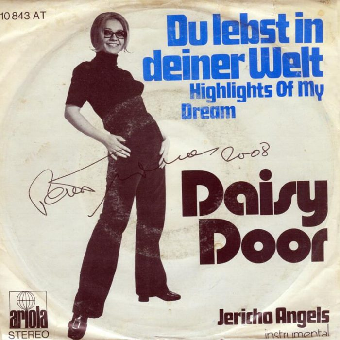 "Du lebst in deiner Welt (Highlights Of My Dreams) (from the TV episode ""Der Kommissar - Als die Blumen Trauer trugen"")"