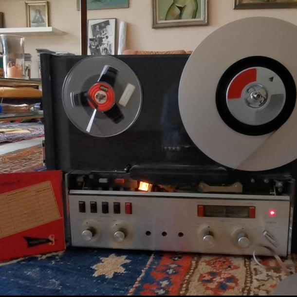 altes Tonbandgerät aus der Wohnung von Peter Thomas